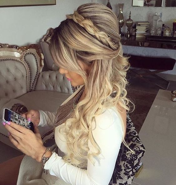 Hairstyle with volume on the crown with a braid and long curls