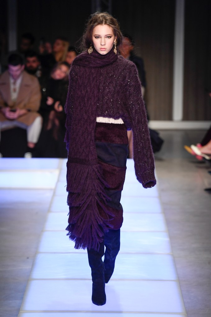 Les Copains 2019 large openwork sweater jacket with very long sleeves in dark purple