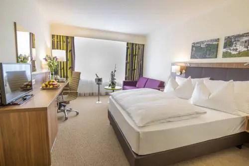 Best hotel to get free loyalty program reward nights in Vienna : InterContinental Wien