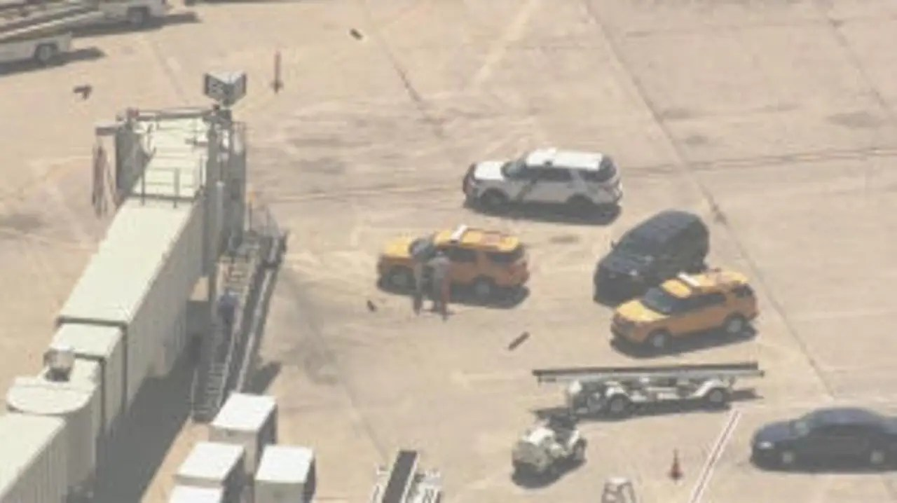 Cops: Airline worker stabs co-worker at Philadelphia airport