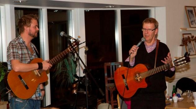 Johan och Lars-Erik Frendberg från Trollhättan underhåller.