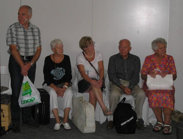 Dalsjöfors PRO-teater, fr.v Göran Pettersson, Birgitta Pettersson, Rosita Dahlström, Sverker Ulfsson, Kerstin Lindblom (och utanför bild Anita Artursson).