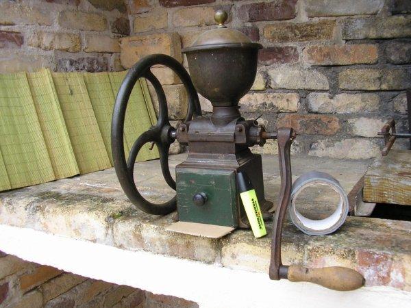 moulin à café à manivelle