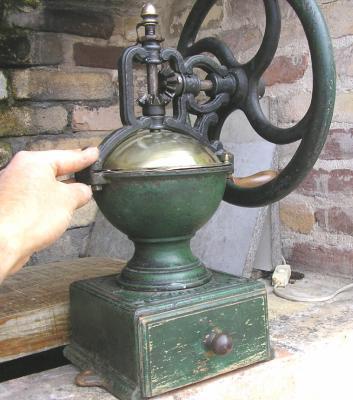 photos moulins à café anciens