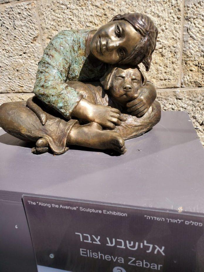 הפסל של אלישבע צבר צילם:גדעון שני