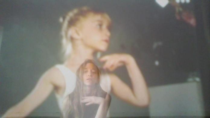 צילום מסך סביון על גבי תמונת ילדות
