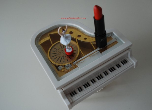 Kiko Milano Smart Lipstick 907
