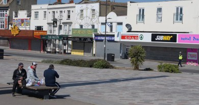 Social distancing still being ignored at Southend seafront