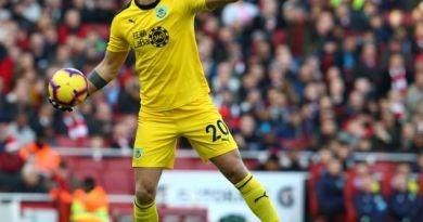 Stopper Hart quits Spurs for Celtic