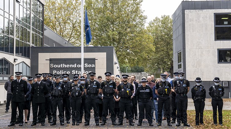 Senior police officers sign book of condolence