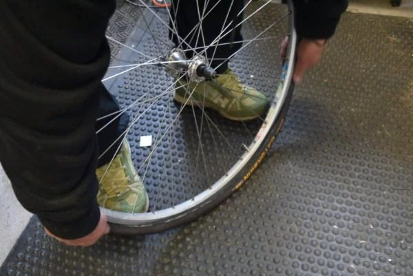 fig 9 600x401 - How to Change a Bicycle Inner Tube