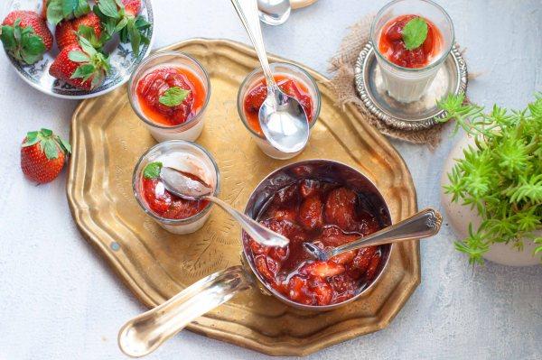 Vanilla Panna Cotta with Strawberry Compote