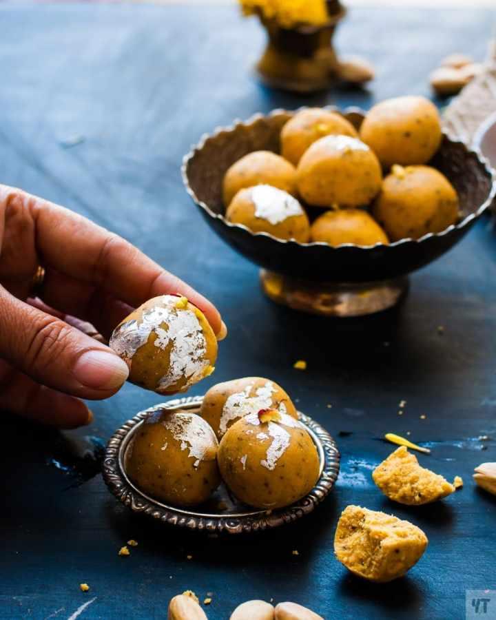 Besan Ladoo or Besan ke Laddu - Easy Step by Step Recipe of famous Indian Dessert made with Gram flour (Besan),Sugar & Ghee.Traditional Indian Diwali Sweet.