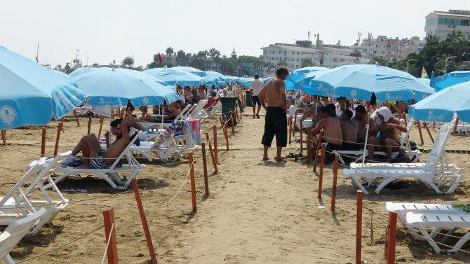 yerli-ve-yabanci-turistlerden-kizkalesine-yogun-ilgi-1169-dhaphoto4.jpg