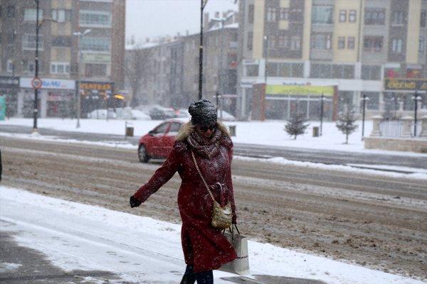 Sivas'ta kar yağışı yoğunlaştı