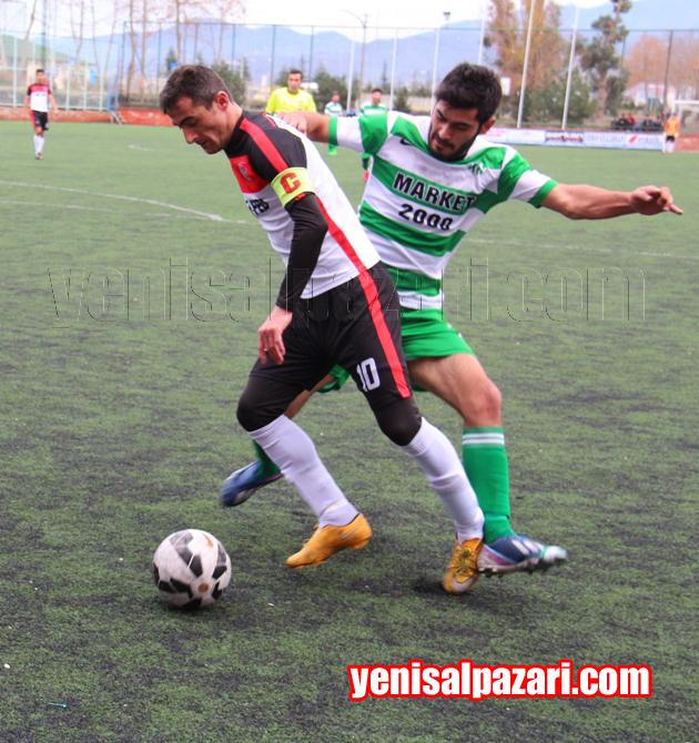 Şalpazarıspor'da yıllarca forma giydikten sonra Yeşilköyspor'a transfer olan Fatih Kandil, eski takım kaptanı Mehmet Çömez ile ikili mücadelede
