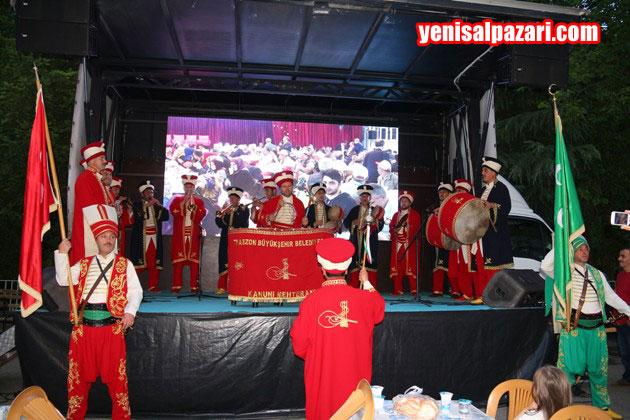 İftardan önce Büyükşehir Belediyesi Mehteran Takımı bir gösteri sundu