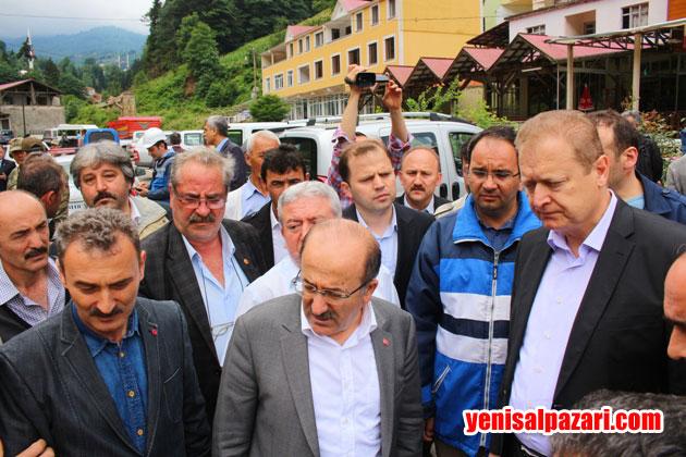 Trabzon Valisi Yücel Yavuz ve Büyükşehir Belediye Başkanı Dr. Orhan Fevzi Gümrükçüoğlu felaket bölgesine gelerek vatandaşlardan ve yetkililerden bilgi aldı