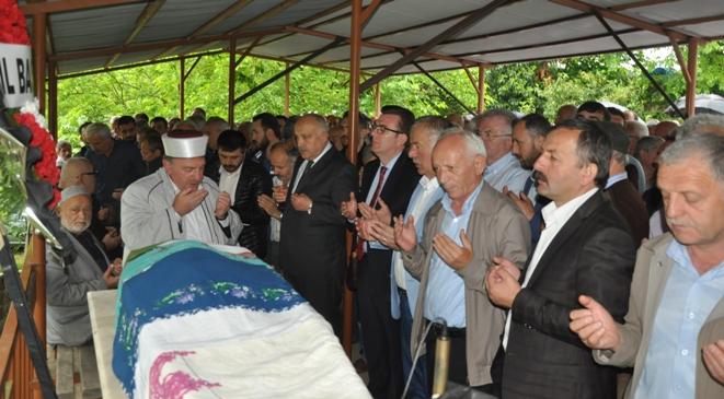 Ramis Uzun'un annesi Fehime Uzun'un cenazesi Şahmelik Mahallesi'nde toprağa verildi