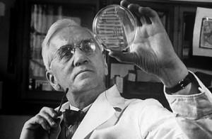 """- ...Y a esto lo llamaré """"curalotodo"""" + ¿por qué no """"penicilina"""", Dr Fleming? - Mmm, sí, mejor."""