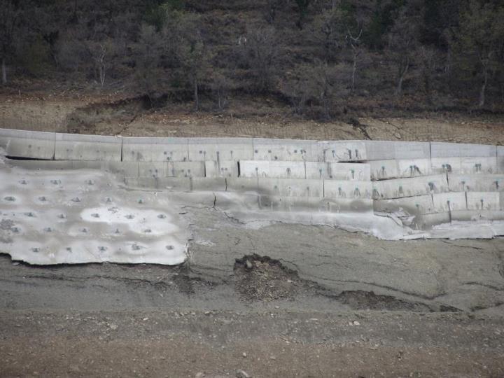 Vuelve a deslizarse una ladera del pantano de Yesa (25-IV-2012)