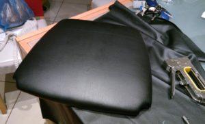 שיפוץ, חידוש ועיצוב של כסא: כך המושב נראה לאחר מתיחת הבד .
