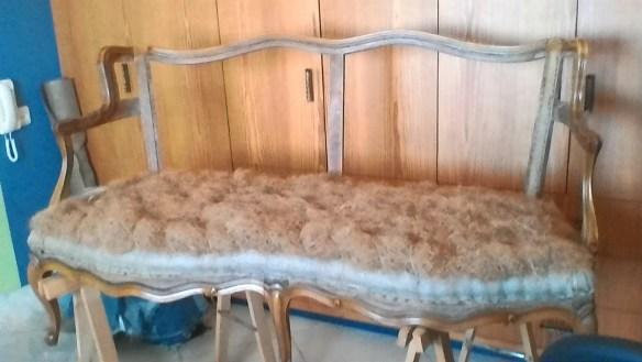 מילוי הספה - כיסוי כל המושב בשערות קוקוס