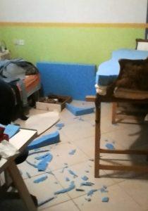 וכך נראה החדר אחרי פיסול בספוג כחול