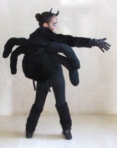 """יש מיש עכביש. נלבש כמו תיק ביה""""ס 1"""