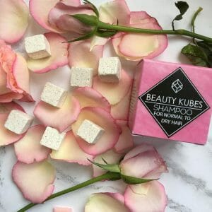 Solid shampoo cubes with no plastic packaging