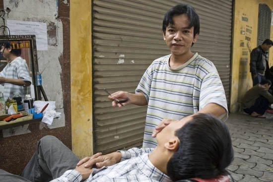 Hanoi Vietnam 08 barber