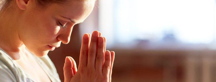 Namaste mains en priere yoga