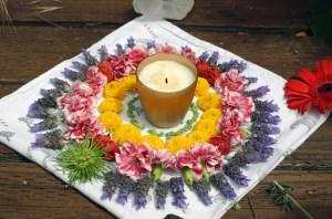 Creer un mandala solaire fleurs et feu pour le solstice d'été