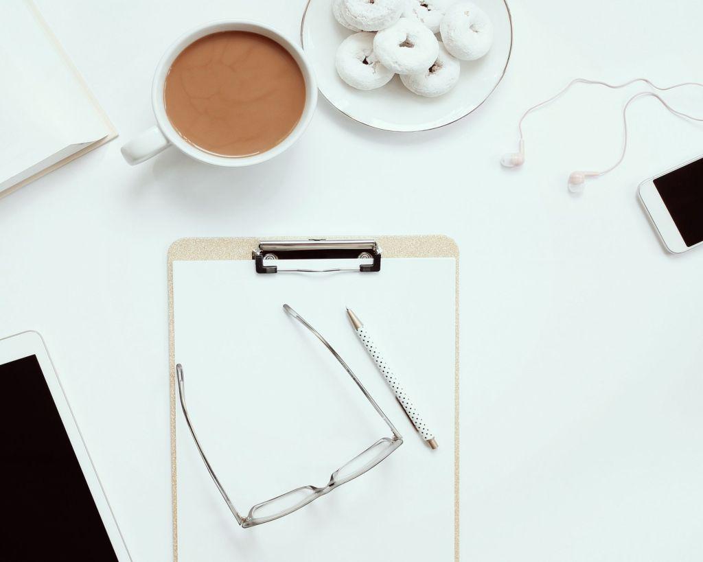 bureau de travail café téléphone ambiance de productivité