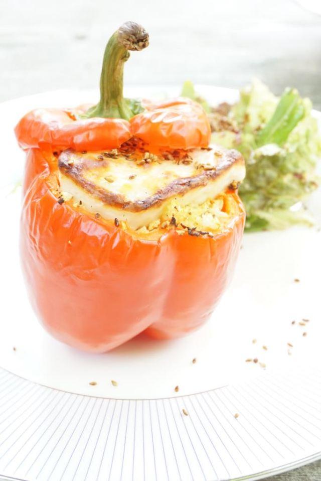 Gevulde paprika met boemkoolcouscous en halloumi