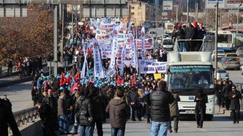 Elektrikte özelleştirmeye karşı direnen işçilere Ankara'da polis barikatı