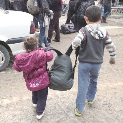 Amara'dan ayrılırken o sabah tanıştığım Kobaneli çocukların sırt çantamı Kültür Merkezi'nin karşısında bekleyen otobüse taşırken