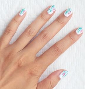 nailart blanc bleu rose