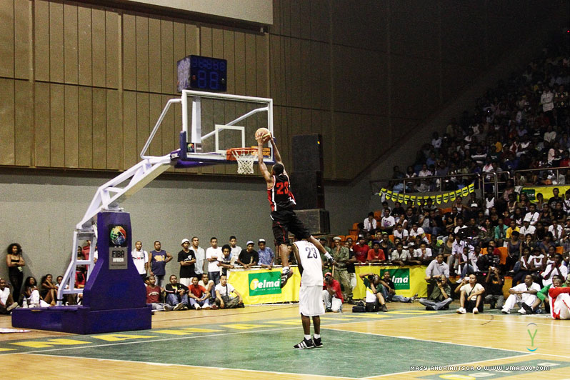 0109_dunk_10.10.31.20.19.33 Concours de dunk Allstar Gasy