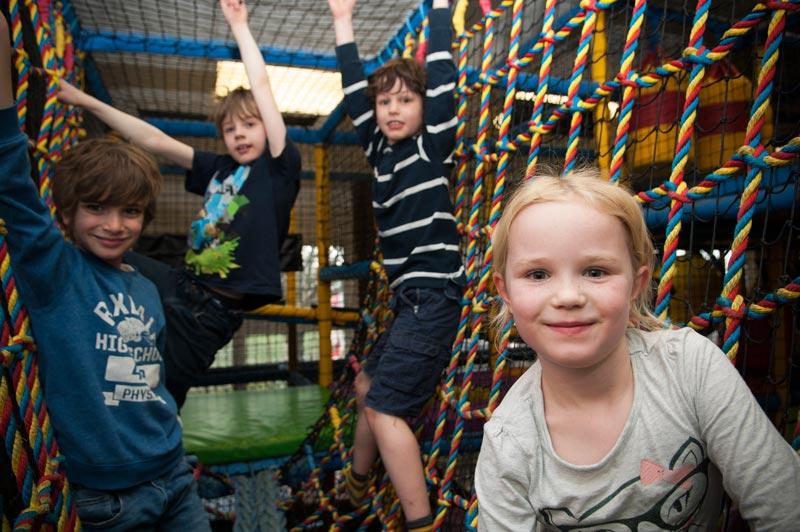 kids_playing_rope_ladder_smile_horizontal