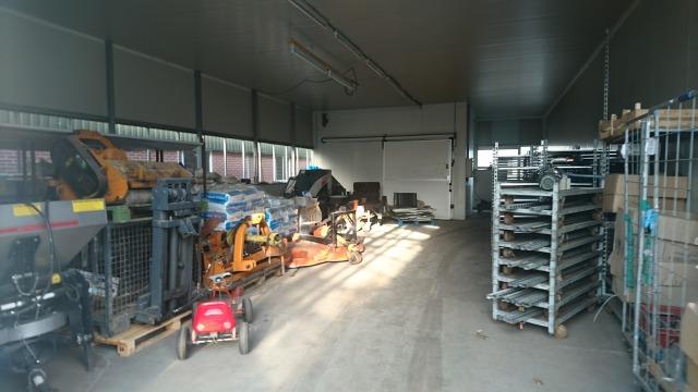 s_農機具や資材置場.JPG