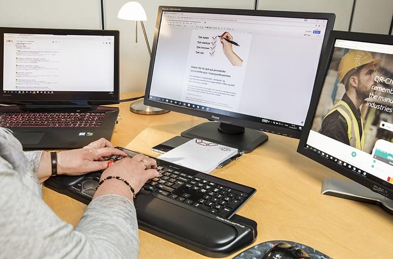 Your Missing Link i gang med at oversætte en artikel. Skal du også have oversat en artikel? Ring 30 63 84 89