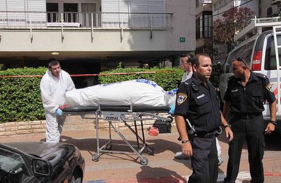 זירת רצח אולגה סורינובה בפתח תקווה (צילום: עידו ארז )
