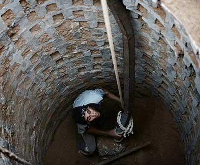 Primate reconstruye tunel en Rafiaj