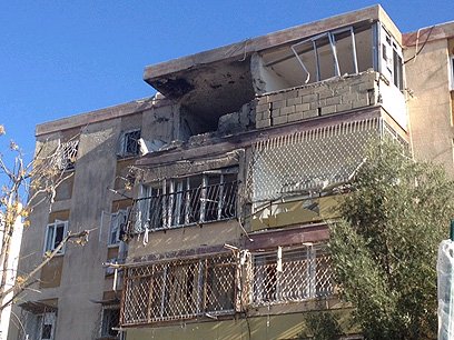 """הבית שנפגע ישירות בקריית מלאכי (צילום: חב""""ד אינפו)"""