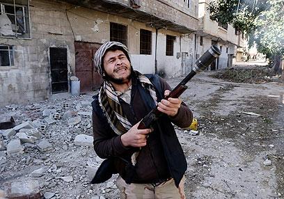 REUTERS0GOT13 SYRIA CRISIS WEAPONS 0226 11321040 WA Assad: Vamos a tomar represalias contra ataque aéreo israelí
