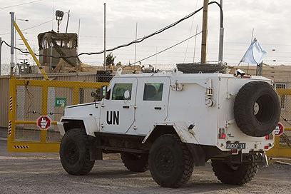 """פקחי האו""""ם חצו את הגבול (צילום: AFP)"""