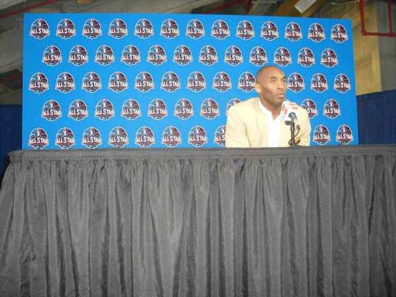 """""""Yo diría que Magic (Johnson), (Larry) Bird, Michael (Jordan) y (Bill) Rusell"""", senaló el espigado jugador durante una rueda de prensa previa al Juego de las Estrellas."""
