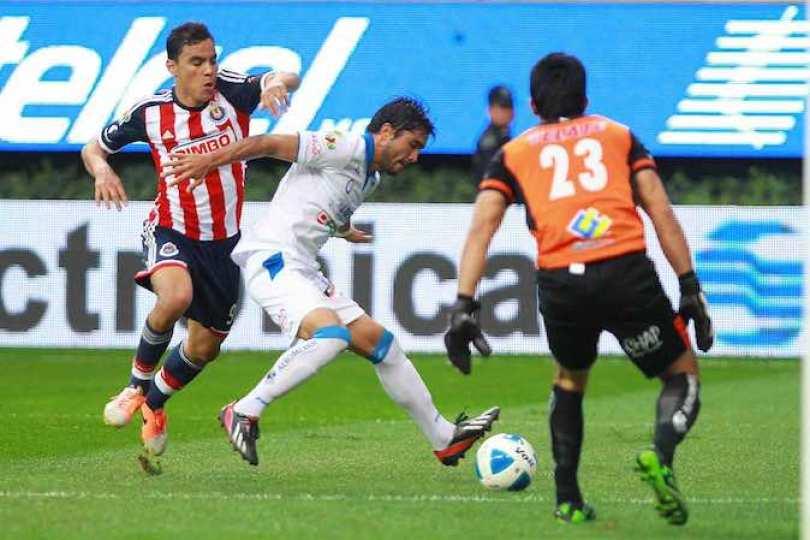 Omar Bravo colaboró con dos goles al triunfo de Chivas.