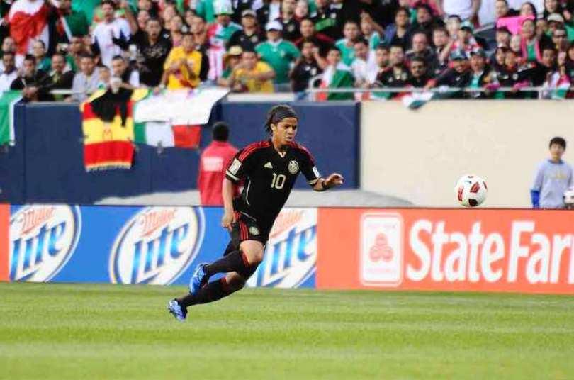 A Giovani le podría costar su lugar en la lista final de la Selección de México, para la Copa del Mundo Brasil.